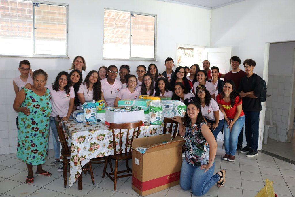 Colégio Santo Antônio apoiando o Projeto: Presenteie um idoso neste Natal!