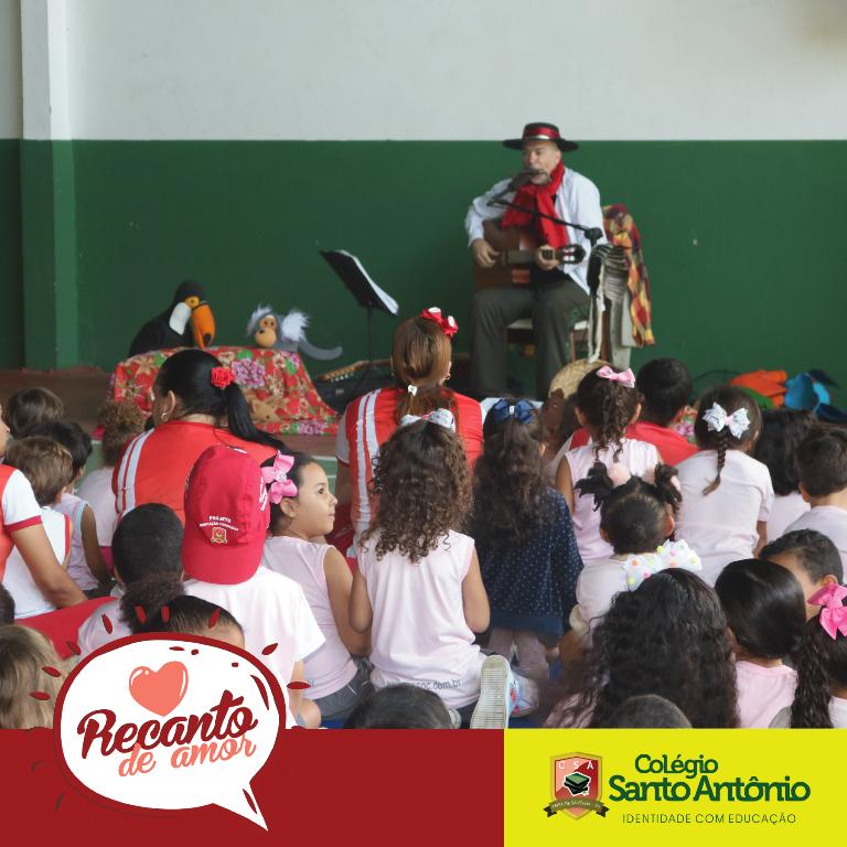 Hoje, a Educação Infantil do Colégio Santo Antonio recebeu Gesiel Oliveira com o Projeto Artcantada.